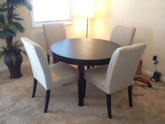 Ikea bjursta dining table and 4 henriksdal chairs carter - Table blanche ronde ikea ...